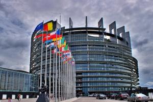 Europos Parlamentas skelbia kovą su nelegaliais azartiniais lošimais